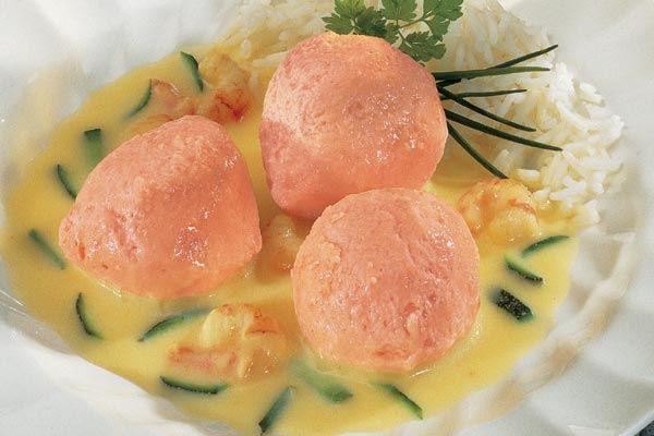 Lachsschaumbällchen mit Cocktailkrabben in Riesling Creme